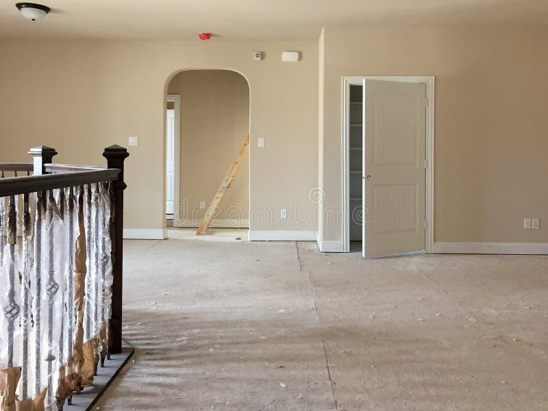 Intrior van de ruimte van de eerste verdiepingfamilie in aanbouw stock afbeelding