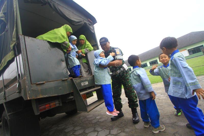 Introduceer beroeps Indonesisch Leger stock afbeelding