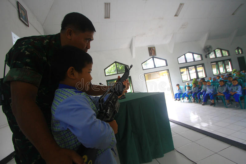 Introduceer beroeps Indonesisch Leger stock foto's