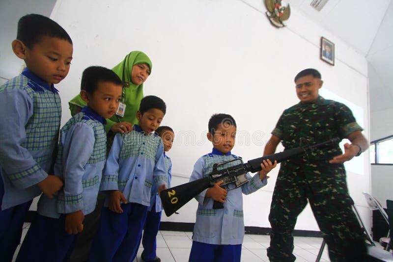 Introduceer beroeps Indonesisch Leger stock fotografie