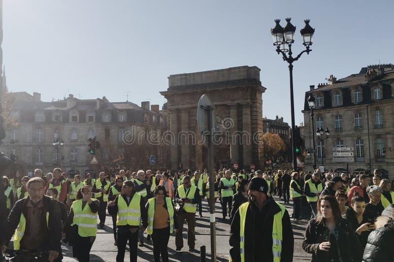 Introduceerden de demonstratie gele vesten tegen verhogingsbelastingen op benzine en diesel regering van Frankrijk stock afbeeldingen