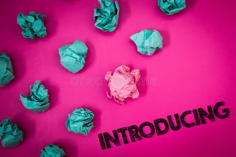 Introduktion för ordhandstiltext Affärsidé för att framlägga ett ämne eller någon för första möteidéer för initial inställning th arkivbilder