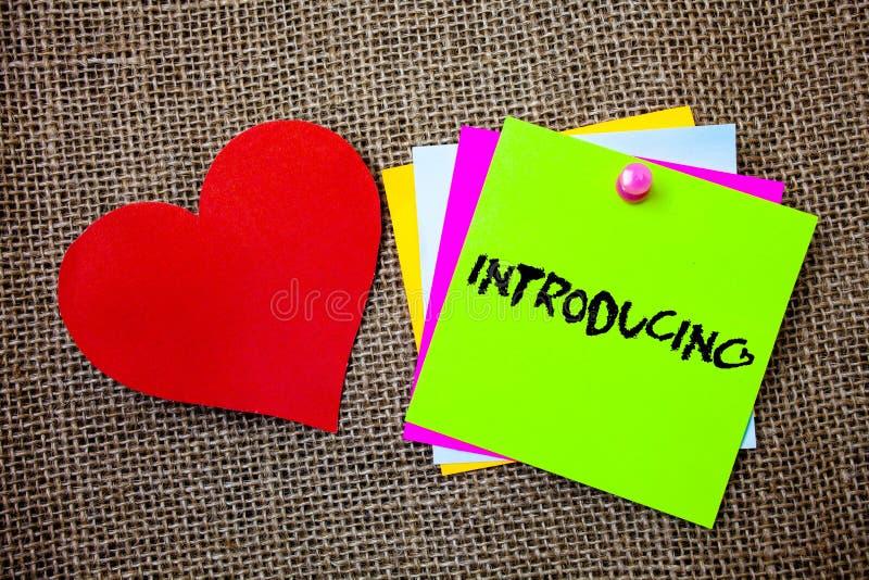 Introduktion för textteckenvisning Begreppsmässigt foto som framlägger ett ämne eller någon för första möteidéer för initial inst royaltyfri bild