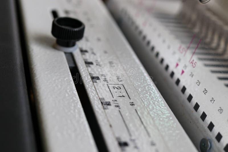 Introligatorstwo maszyna Drukowy wyposa?enie i maszyny obrazy stock