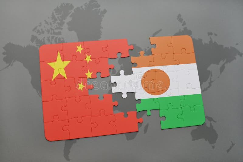 intryguje z flaga państowowa porcelana i Niger na światowej mapy tle obraz stock