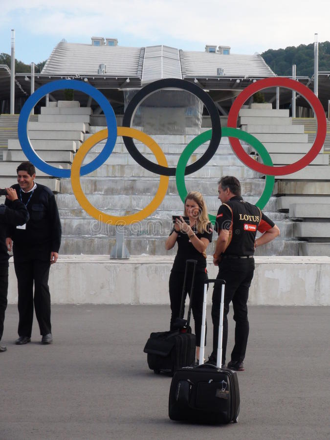 Intymni handlowowie przyjeżdża wydarzenia fotografują przeciw tłu Sochi Autodrom 2014 formuła 1 ROSYJSKI UROCZYSTY PRIX obrazy stock