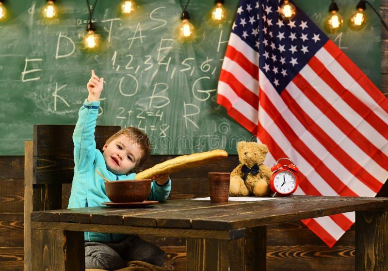 Intymny adiunkt można pracować dobrze pomagać żartować utrzymanie z szkołą up Flaga amerykańskiej blackboard Utalentowane dziecka obrazy royalty free