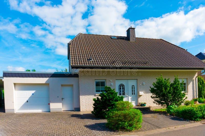 Intymny dom, przedmieścia fotografia stock