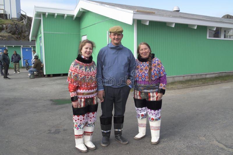 Inuit-Familie in Grönland lizenzfreie stockbilder
