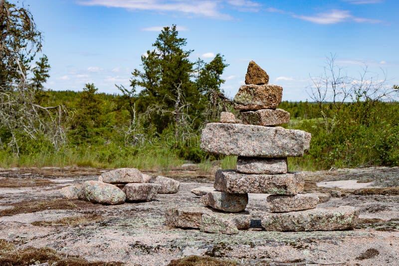 Inukshuk στην καναδική ασπίδα στοκ εικόνα με δικαίωμα ελεύθερης χρήσης