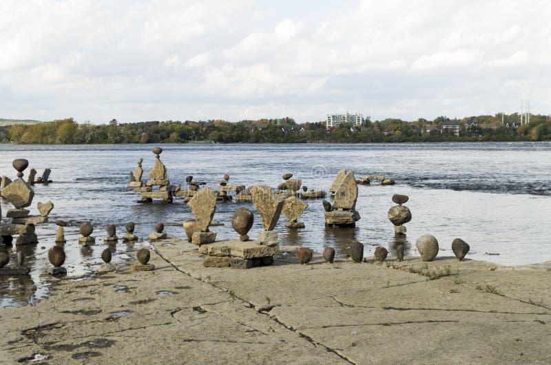 2017 Inukshuks στα ορμητικά σημεία ποταμού 44 Remics στοκ εικόνες