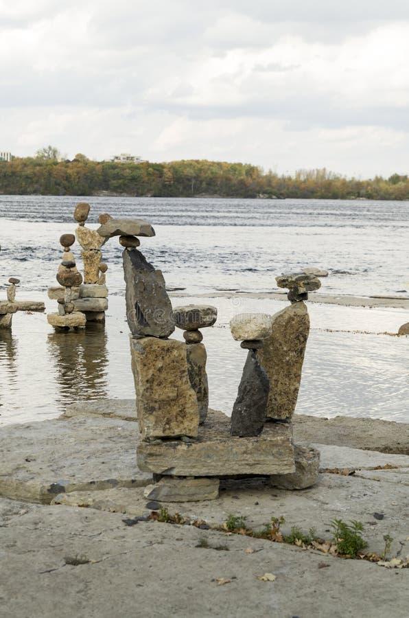 2017 Inukshuks στα ορμητικά σημεία ποταμού 46 Remics στοκ εικόνες