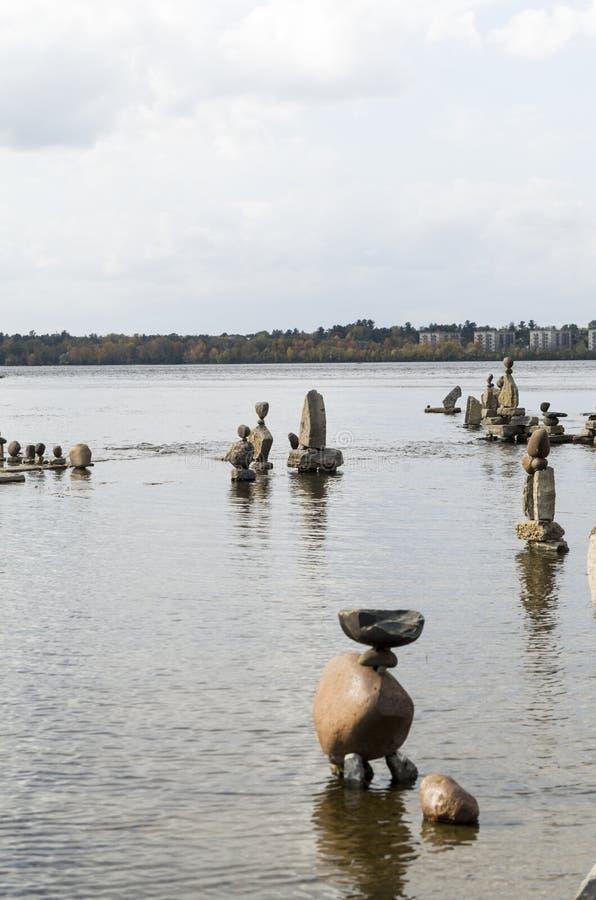 2017 Inukshuks στα ορμητικά σημεία ποταμού 6 Remics στοκ φωτογραφία