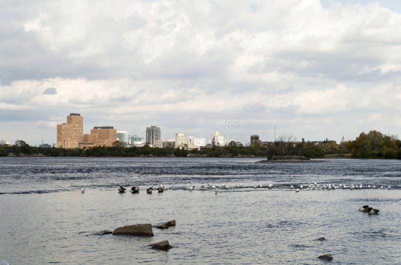 2017 Inukshuks στα ορμητικά σημεία ποταμού 13 Remics στοκ φωτογραφία με δικαίωμα ελεύθερης χρήσης