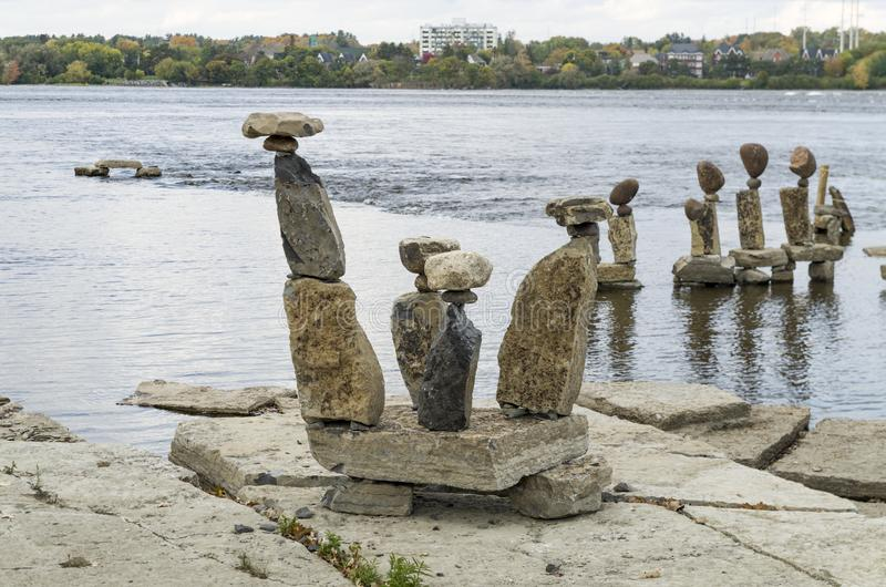 2017 Inukshuks στα ορμητικά σημεία ποταμού 23 Remics στοκ φωτογραφίες