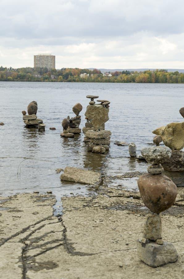 2017 Inukshuks στα ορμητικά σημεία ποταμού 31 Remics στοκ φωτογραφίες