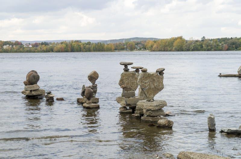 2017 Inukshuks στα ορμητικά σημεία ποταμού 32 Remics στοκ εικόνα με δικαίωμα ελεύθερης χρήσης