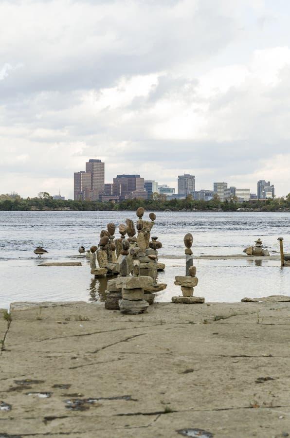 2017 Inukshuks στα ορμητικά σημεία ποταμού 41 Remics στοκ φωτογραφίες με δικαίωμα ελεύθερης χρήσης