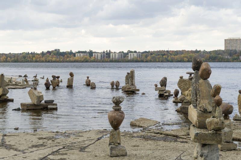 2017 Inukshuks στα ορμητικά σημεία ποταμού 42 Remics στοκ φωτογραφία