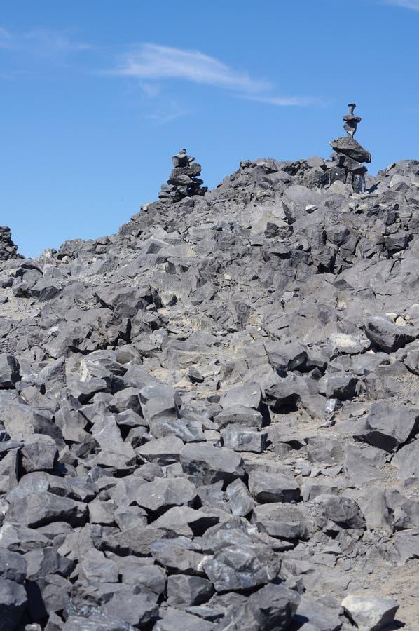 Inukshuks na górze черной горы бивня стоковое фото