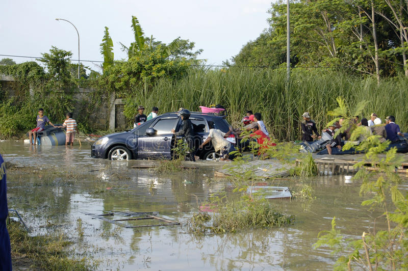 Inundação em Karawang foto de stock