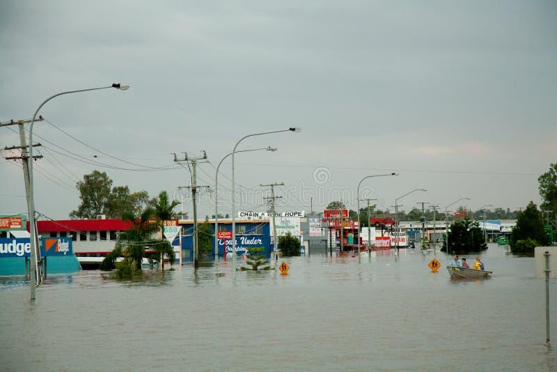 Inundações de Queensland: Estrada sob a água foto de stock