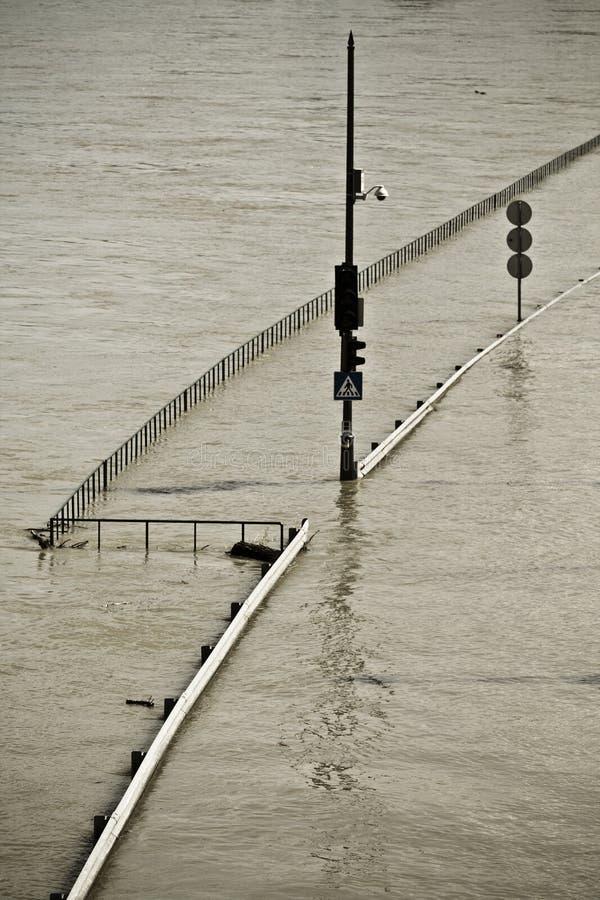 Download Inundación foto de archivo. Imagen de budapest, agua - 14655916