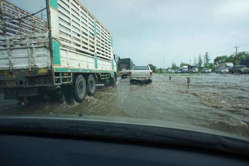 Inundación tailandesa en Bangbuathong fotografía de archivo libre de regalías