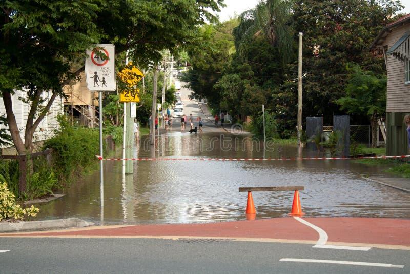 Inundaciones de Queensland: Barrera del camino de Montague imágenes de archivo libres de regalías