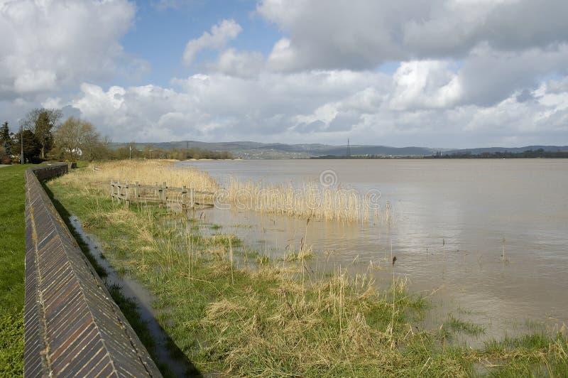 Inundaciones de Severn del río en marea de primavera foto de archivo libre de regalías