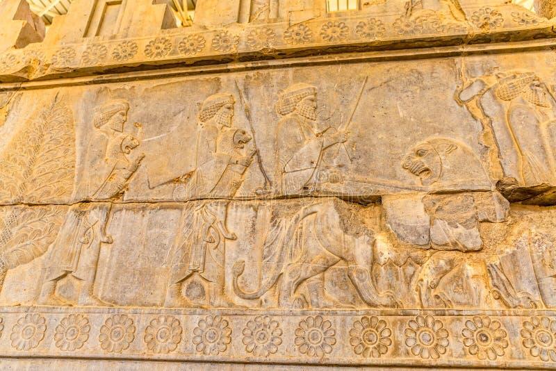 Invånare av historisk välde med djur in royaltyfria bilder