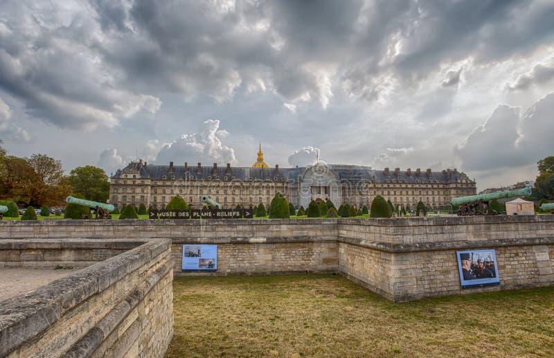 Invalides Krajowy hotel jest wielkim kompleksem budynki z wojska muzeum i Napoleon grobowem w Paryż, Francja obraz royalty free