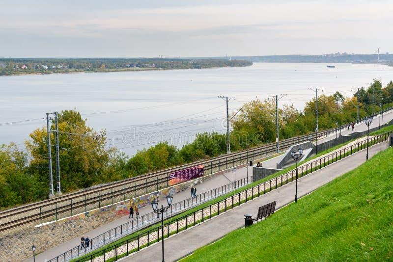 Invallning av den Kama floden i permanent Ryssland arkivfoton
