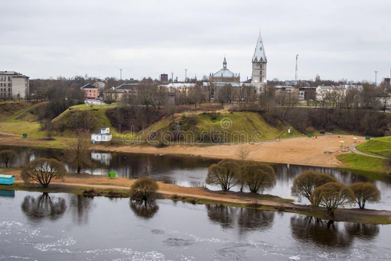 Invallning av den Narva floden arkivfoton