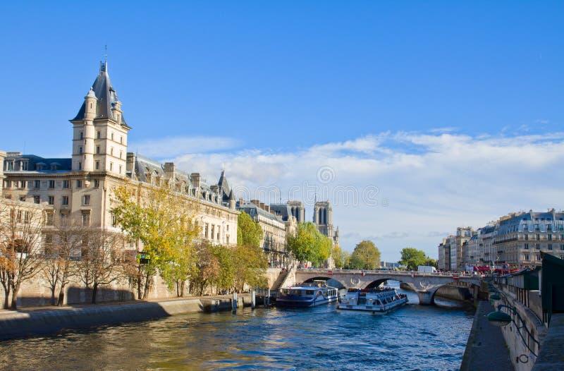 Invallning av Seine, Paris, Frankrike royaltyfria foton