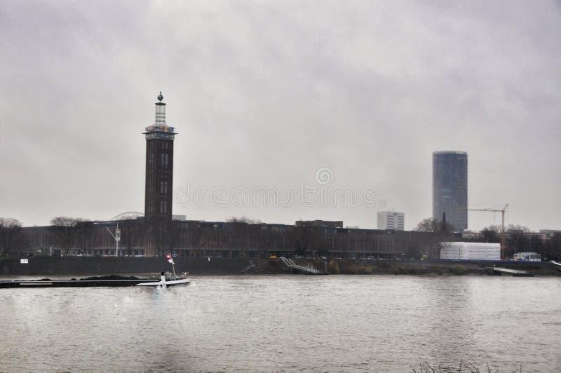 Invallning i Cologne och stadshuset, Tyskland arkivfoto