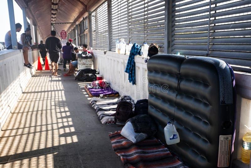 Invandrare på gränsen för USA Mexico arkivfoton