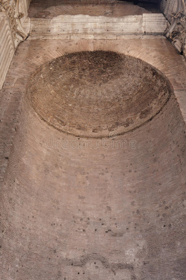 Invecklad kupol i panteon arkivbild