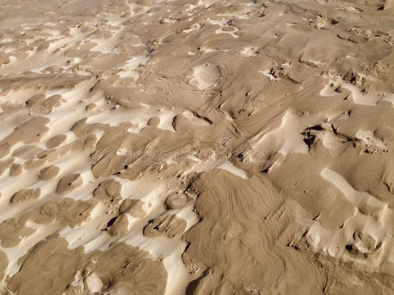 Invecklade vind-blåste sandmodeller på yttersidan av en dyn royaltyfri fotografi
