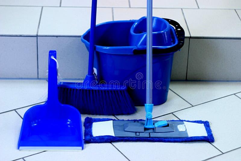 Inventário azul da cor para limpar locais residenciais fotografia de stock