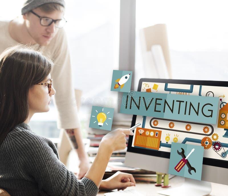Inventando la innovación cree el concepto de proceso creativo fotos de archivo