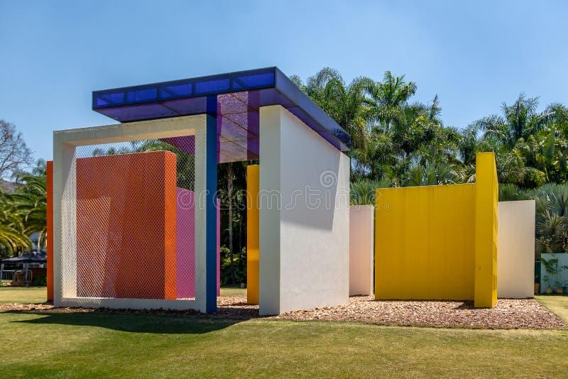 Invenzione del quadrato magico penetrabile di colore da Helio Oiticica a Inhotim Art Museum - Minas Gerais contemporanei pubblici immagini stock libere da diritti