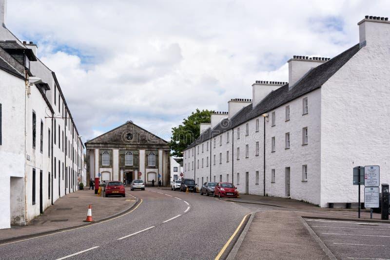 Inveraray, Szkocja, UK - Maj 06, 2019: Główna ulica Inveraray, miasteczko na Loch Fyne w Argyll i Bute, Szkocja zdjęcie royalty free