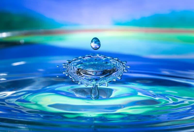 Inverkan för vattendroppfärgstänk royaltyfri bild