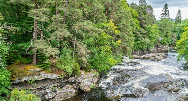 Invermoriston在尼斯湖的堡垒奥古斯都附近下跌,苏格兰高地 免版税库存照片