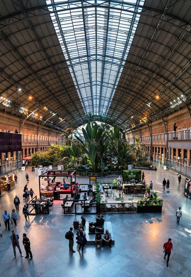 Invernadero tropical en la estación de tren de Atocha, Madrid imagenes de archivo