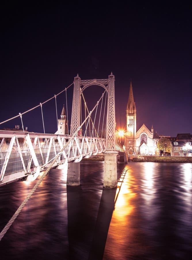 Inverness di notte - il capitale degli altopiani della Scozia immagini stock