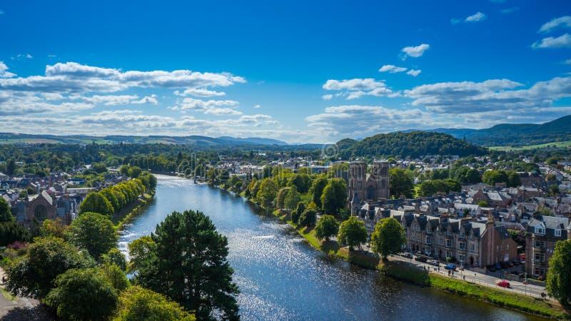 Inverness mit Fluss Ness stockfotos