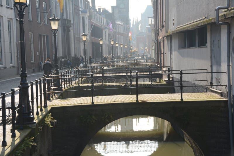 inverno-céu sobre De Zaanse Schans na Holanda fotos de stock royalty free