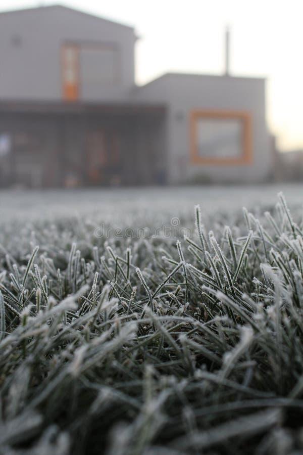 inverno cinzento da casa fotos de stock